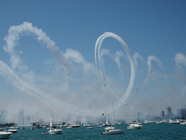 We were very lucky to arrive in time for the two day Chicago Air Show, which is held on the lakefront before thousands of spectators and many hundreds of boats - what a scene!!!