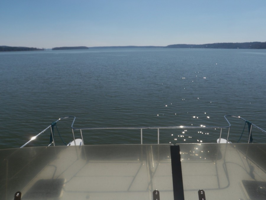 Day 3 - it finally became warm enough to con from the upper helm when we reached Pickwick Lake, about 200 miles south of Green Turtle Bay; this was a very pretty section of the trip.