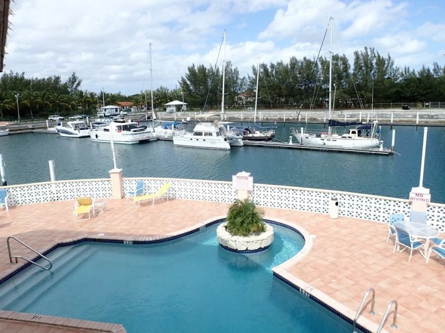 The marina was well maintained, quiet and peaceful; we spent about 10 days here getting the boat ready and waiting for favourable conditions to depart fot the Abacos.